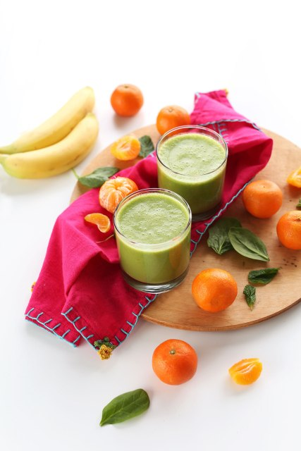 Simple-creamy-sweet-5-inredient-Coconut-Clementime-Smoothie-So-healhty-refreshing-and-packed-full-of-nutrients-vegan