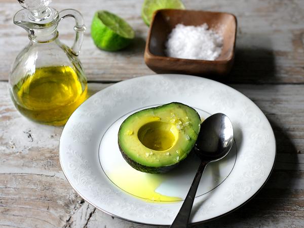 avocado-oliveoil-salt