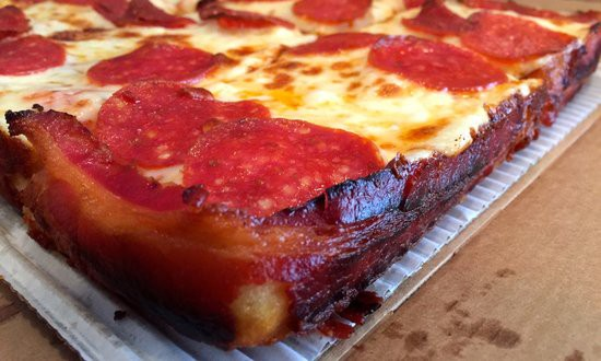 little_caesars_bacon_pizza_grence