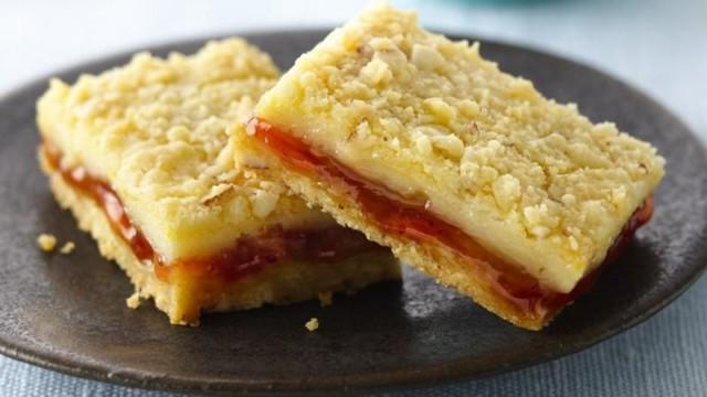 33. Strawberry-Filled Lemon Cream Cheese Bars