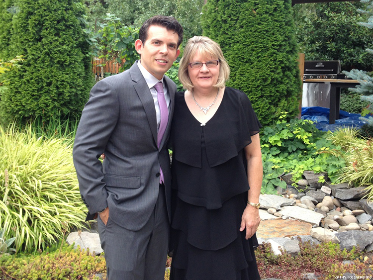 kathy-kozachenko-with-her-son-justin-at-a-family-wedding-in-2015-x750
