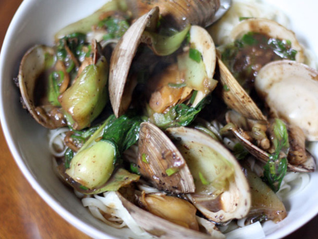 20121128-231746-dinner-tonight-clams-black-bean-sauce-noodles-primary-thumb-625xauto-289488