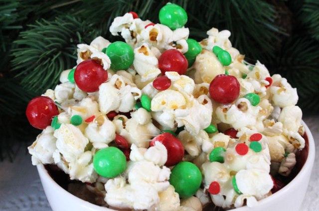 09-santa-crunch-christmas-popcorn-main