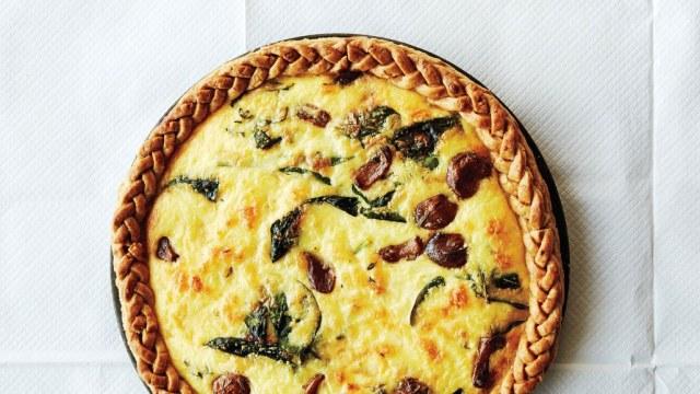 caramelized-garlic-and-cheddar-tart