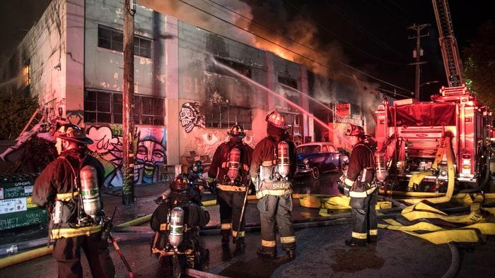 oakland-fire-warehouse-acb3ea7d-97fa-4d5d-bed9-d253afa89df8