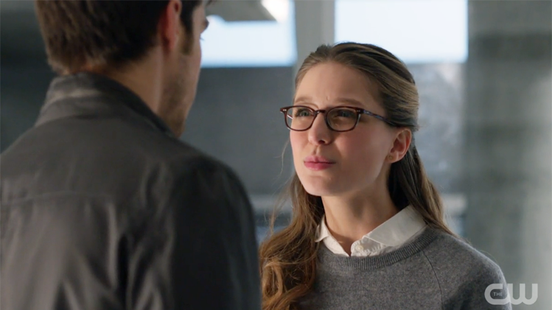 "Kara makes a ""are you stupid"" face at Mon-El"