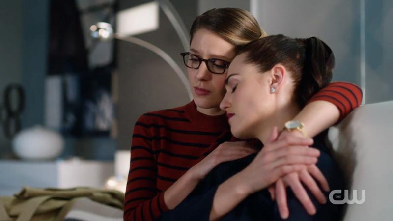 Kara has her arm around Lena