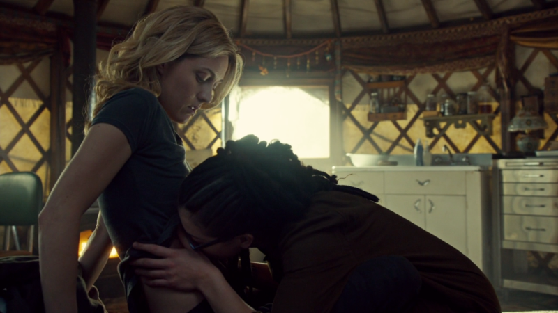 Cosima leans down to kill Delphine's scar and it's not as weird as it sounds it's actually surprsingly cute