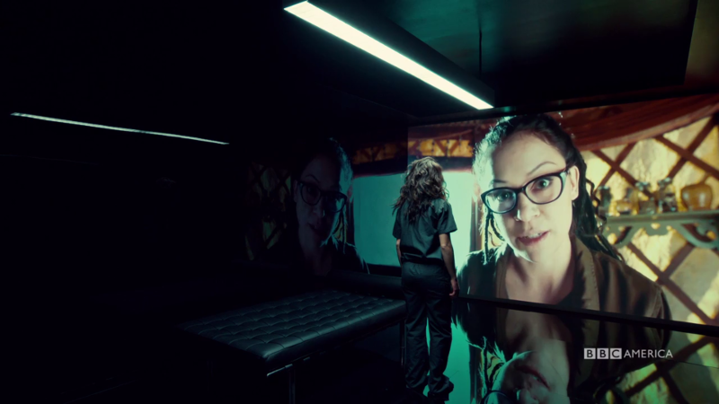 Little Sarah talks to GIANT COSIMA on the wall-screen
