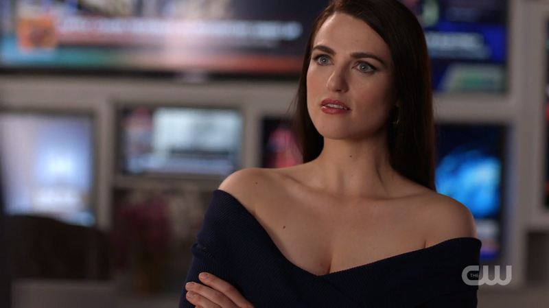 Lena crosses her arms making her clavicle DO A THING