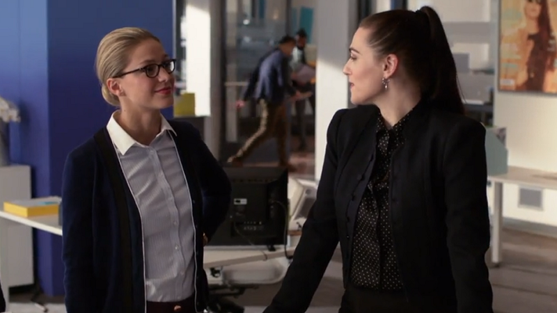 this is a picture of Lena and Kara making eyes at each other because SUPERCORP IS REAL OKAY
