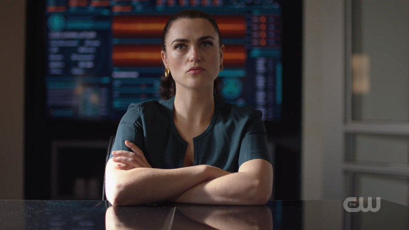 Lena crosses her arms while she is interrogated by Team Supergirl