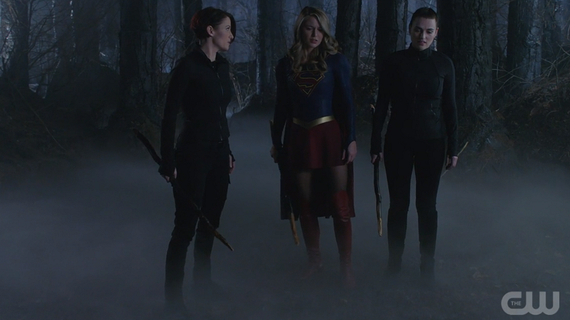 Alex, Supergirl and Lena have sticks and are badass