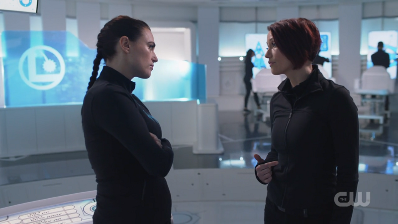 Probably Doctor Possibly Bisexual Lena Luthor and Definitely Doctor Definitely lesbian Alex Danvers talk TO EACH OTHER