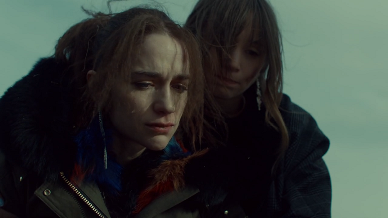 Wynonna and Waverly cry over Dolls