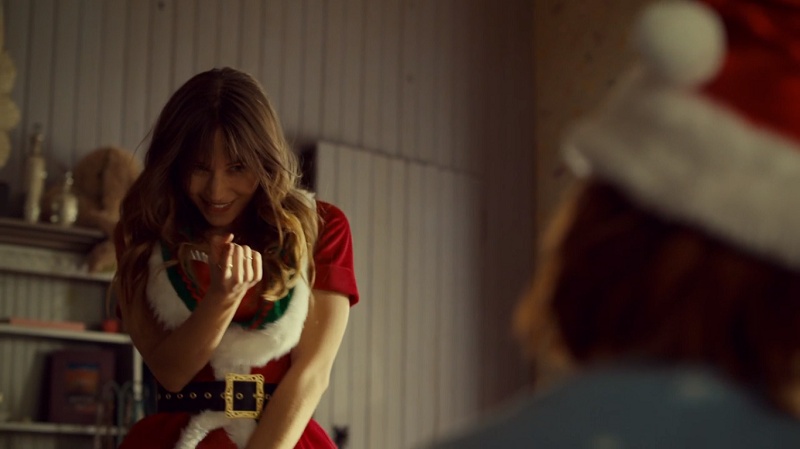 Waverly does the 'come hither' finger to Haught