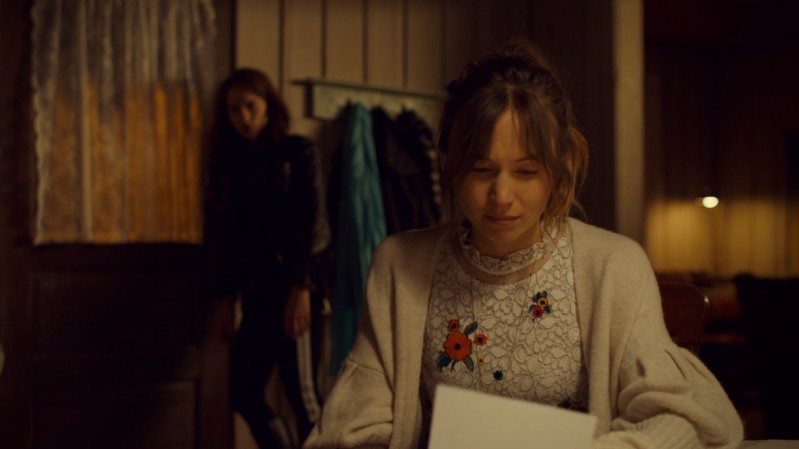 Waverly reads her note from Mama and cries