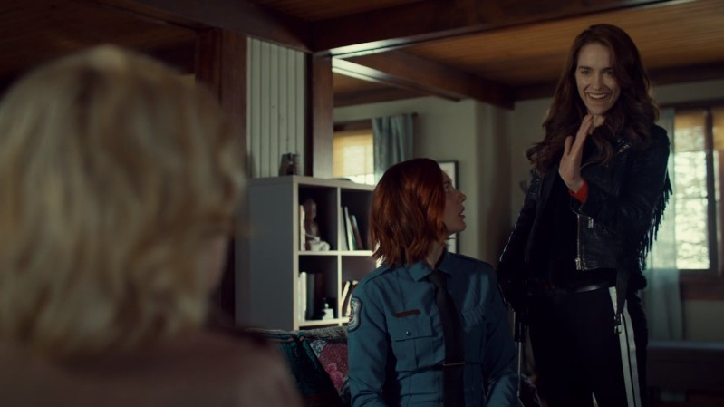 Nicole ONCE AGAIN leaves Wynonna's high-five hanging