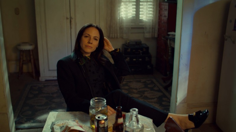Anna Silk looks fly af while leaning back in a chair with a Kevinly smirk