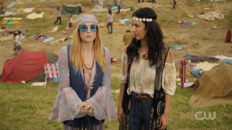 Sara and Zari look goooood as hippies