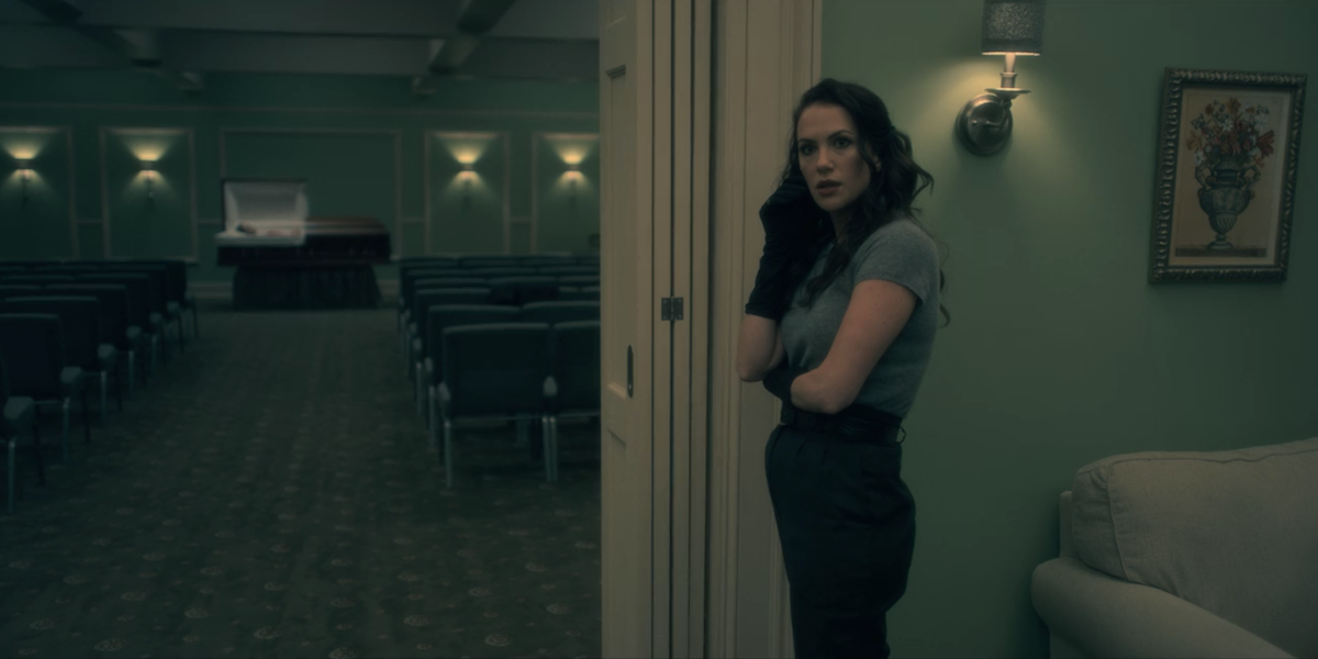 Netflix S New Haunting Of Hill House Gave Us A Lesbian Who Lives Took Our Whole Weekend Autostraddle