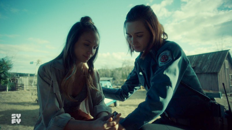 Waverly and nicole look at the ring being proffered