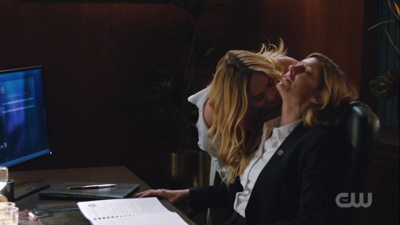 Sara kisses Ava on the neck