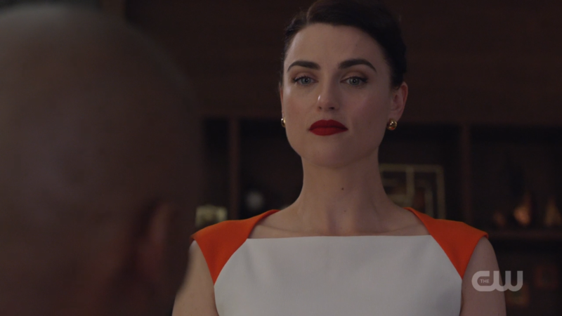 Lena looks SO SERIOUS it's v attractive