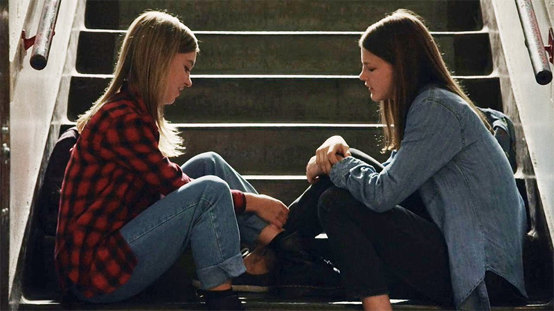 The 16 Best Lesbian and Bisexual TV Couples of 2018