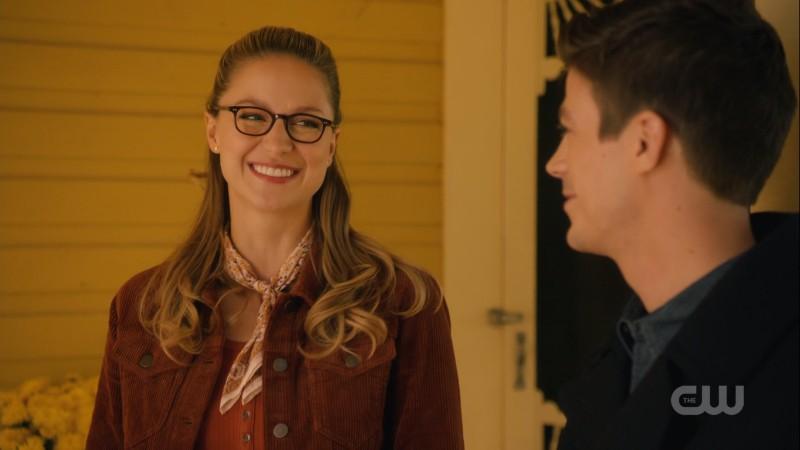 Kara smiles at Barry