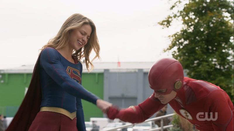 supergirl flash fist bump