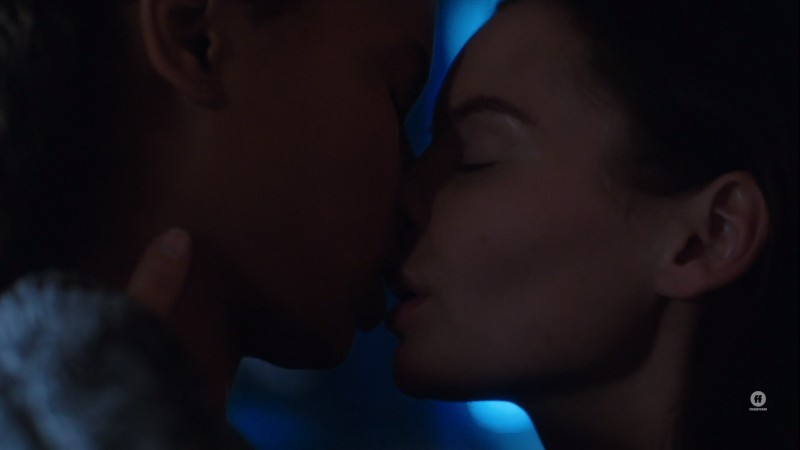 Ryn and Maddie kiss