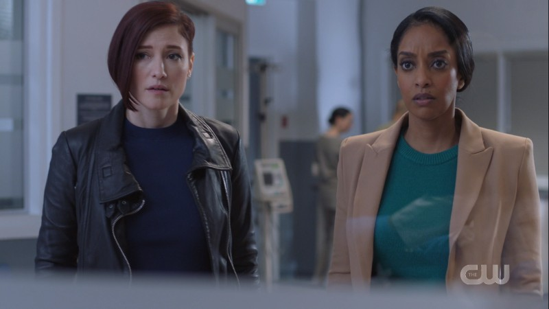 Alex and Kelly look into the hospital room with worried expressions