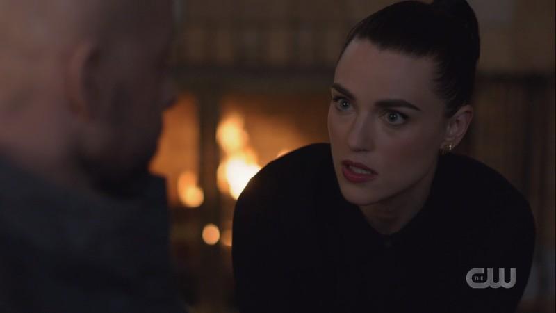 Lena looks a lil crazed talking to Lex