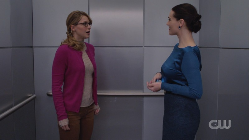 Kasnian Kara poses as Kara to talk to Lena in an elevator and is just staring at her adoringly