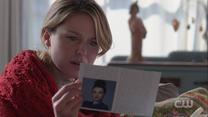 Kasnian Kara reads Kara's journal and some news clippings about Lena Kara had apparently tucked inside it because THEY'RE IN LOVE