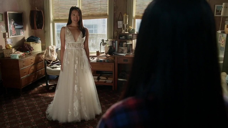 Sumi shows off her wedding dress to Alice.