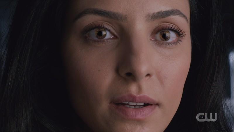Zari's eyes glow gold
