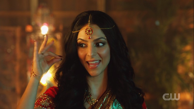 Zari sings dressed in Bollywood movie sari and jewelry