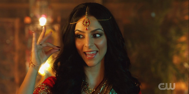 Zari sings dressed in Bollywyood movie sari and jewelry
