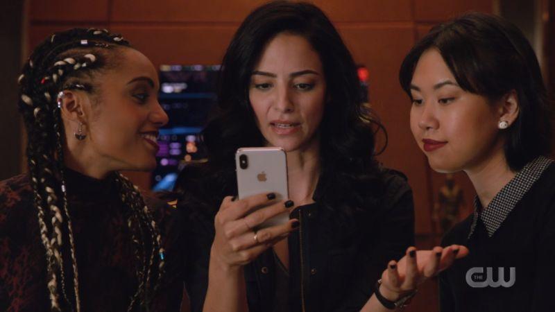 Zari and Mona look at Zari's phone but Charlie is looking at Zari JUST SAYING