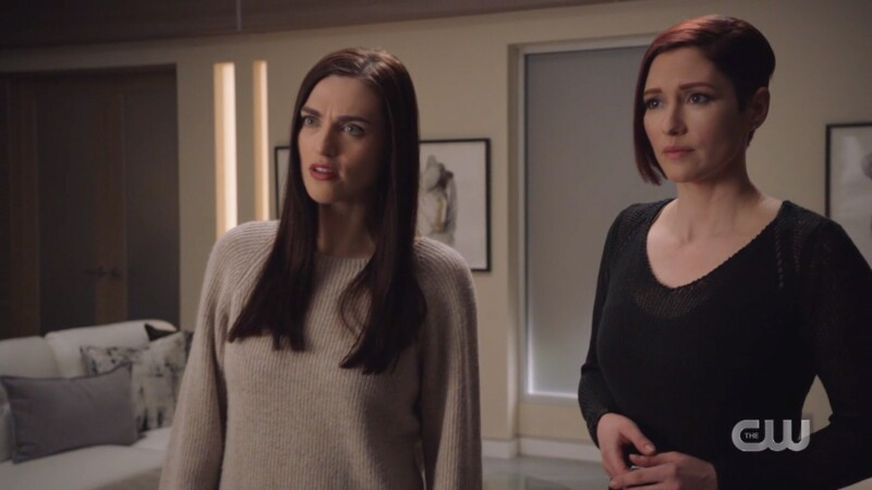 Lena and Alex reassure supergirl they're in this together