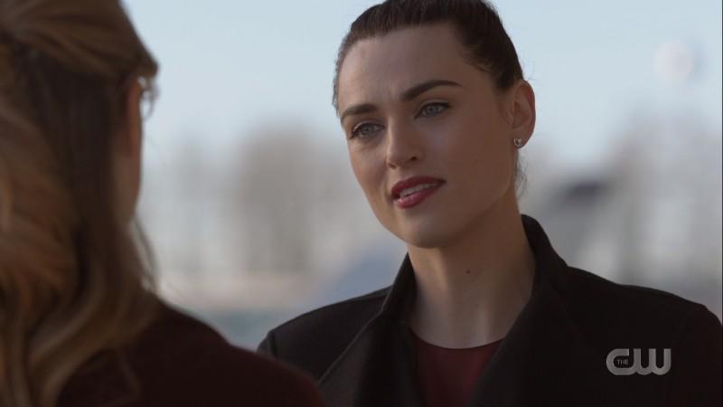 Lena jawlines at Kara