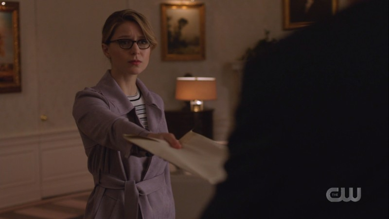 Kara gives the president an envelope