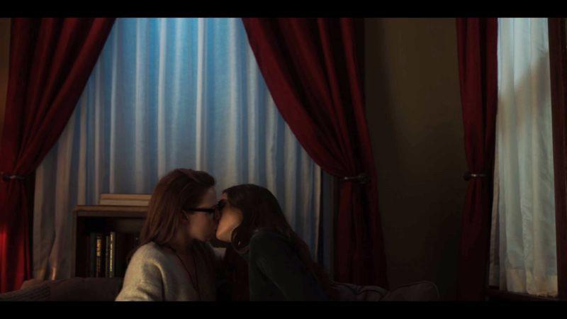 jenna and kate kiss