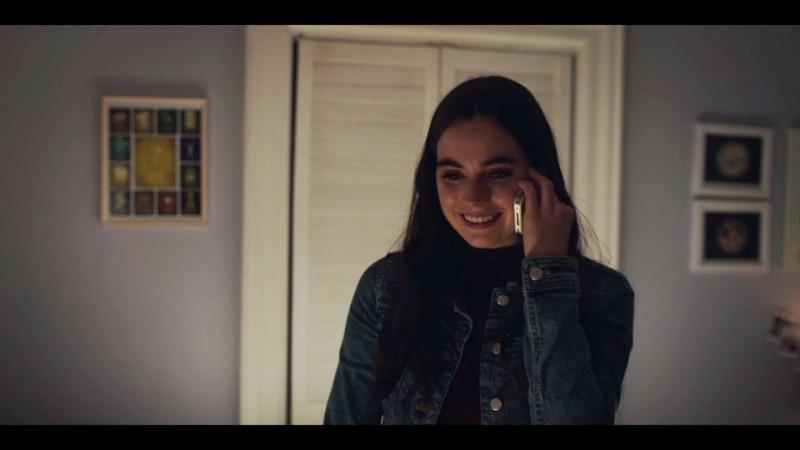 Jenna smiles on the phone