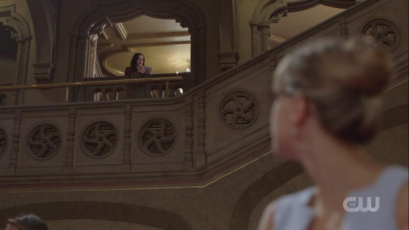 Kara looks up at Lena on a balcony