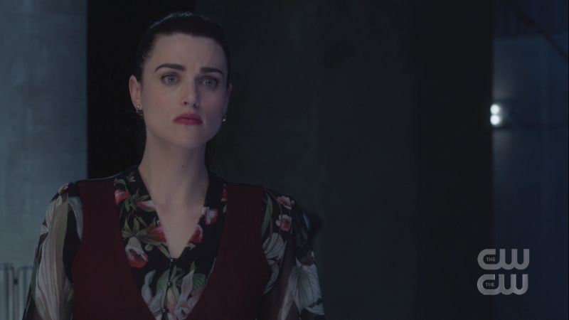 lena looks like she regrets having to hurt eve