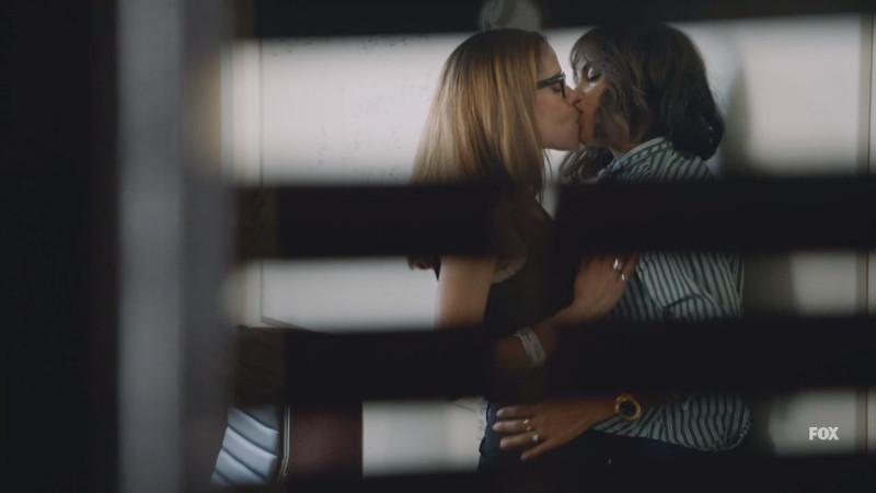 eide and amanda kissing in the closet
