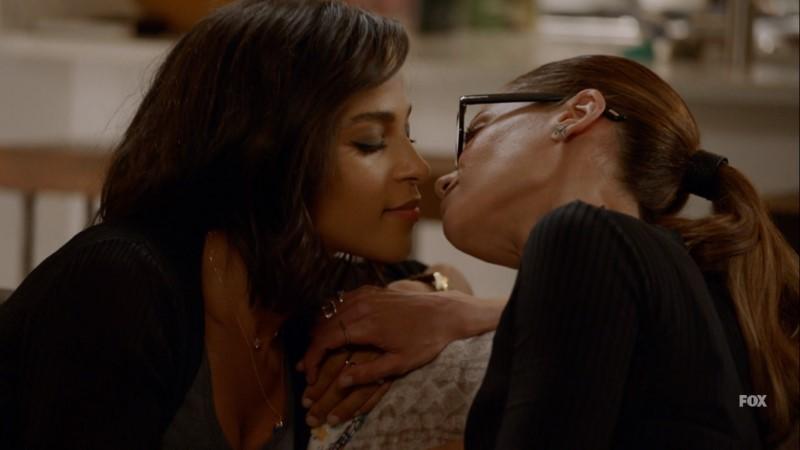 amanda and edie almost kiss